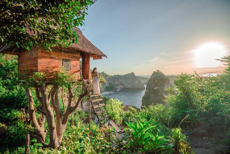 Rumah-Pohon-Batu-Molenteng-Nusa-Penida-Spot-Wisata-Instagramable